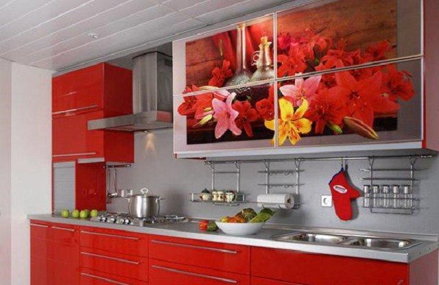 яркая и удобная небольшая кухня