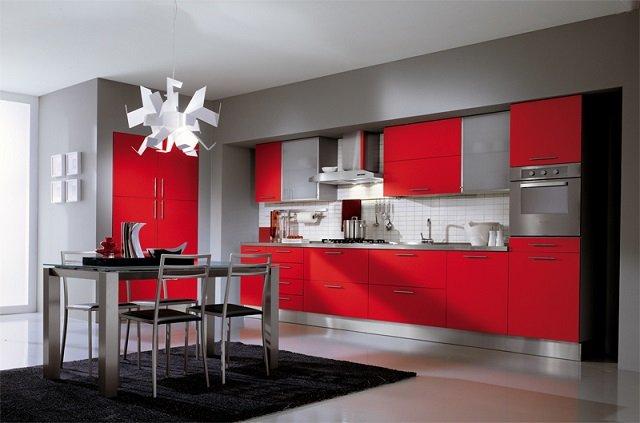 классический дизайн кухни в красном цвете