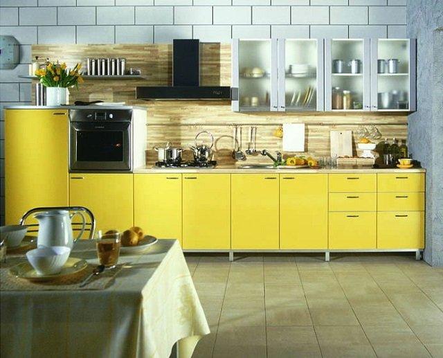 кухня в деревенском стиле желтого цвета