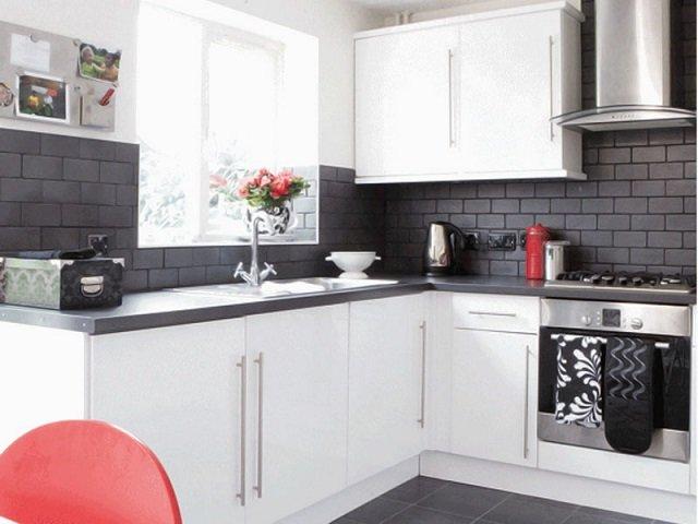 кухня в стиле хай-тек белого цвета