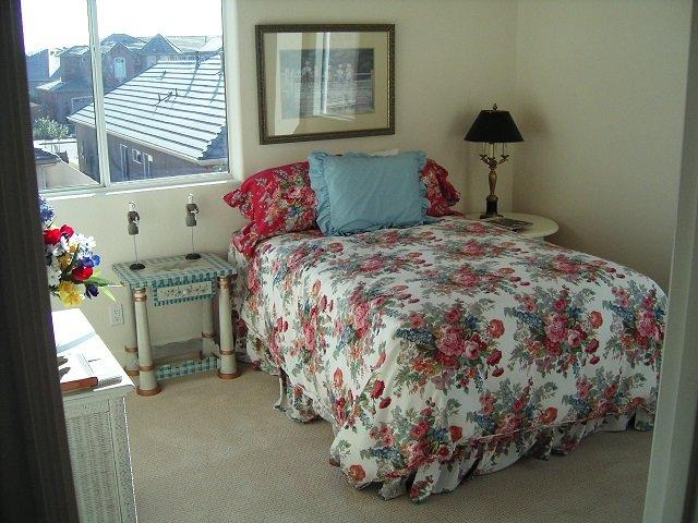 дизайн маленькой комфортной спальни