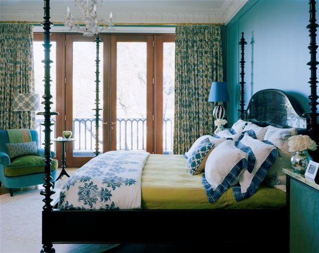 красивый бирюзовый цвет в интерьере спальни