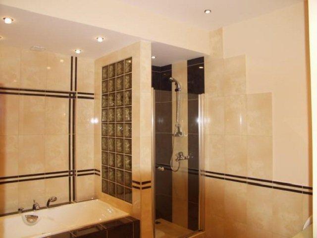 красивый дизайн плитки в ванной