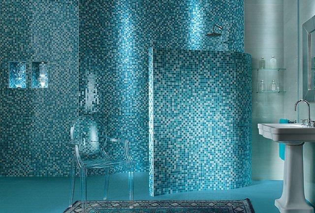 красивый дизайн в морском стиле ванной комнаты