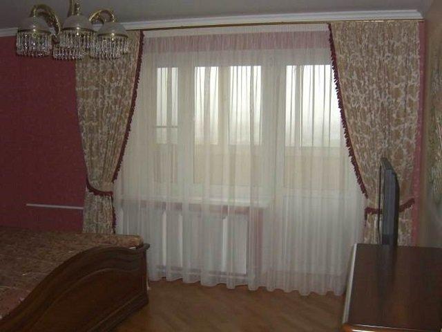 неплохой дизайн занавесок в спальне