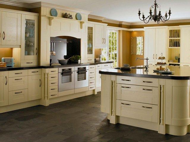 подбор люстры в интерьер кухни