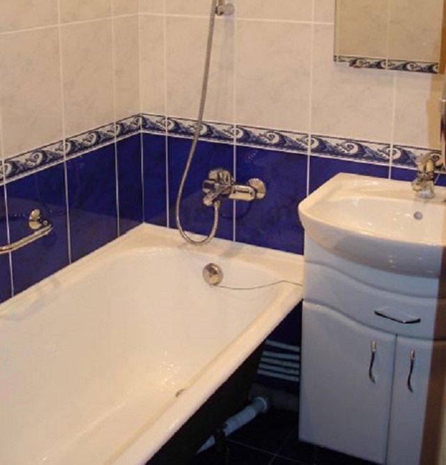 современный интерьер ванны в хрущовке