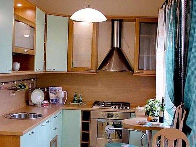 так выглядит интерьер кухни в маленькой квартире