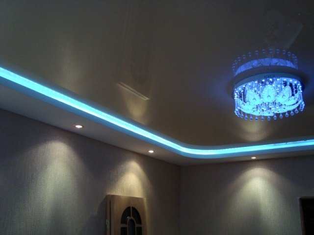 неплохой дизайн двухуровневых потолков из гипсокартона