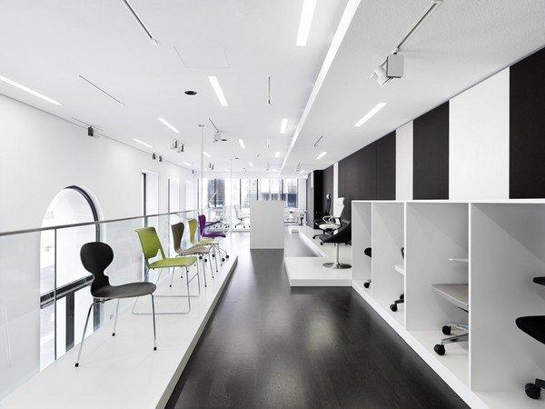 элегантный шоурум-выставка дизайна современной офисной мебели в Вене