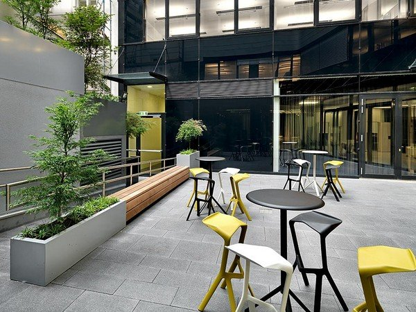 шоурум-выставка дизайна современной офисной мебели в Вене