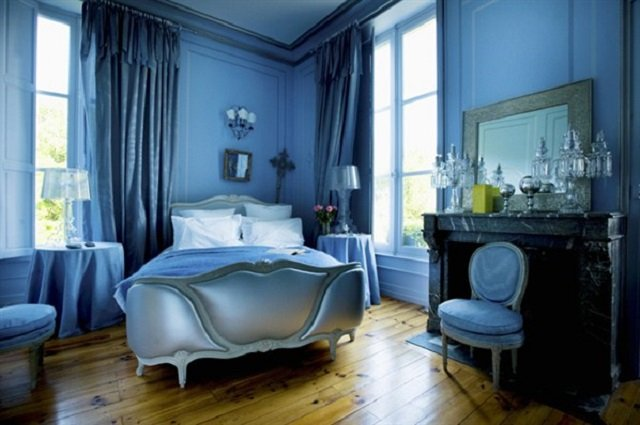 синие обои в спальне фото