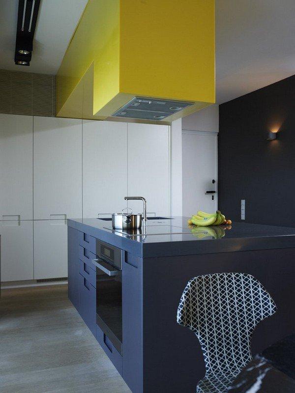 жёлто-синяя кухня
