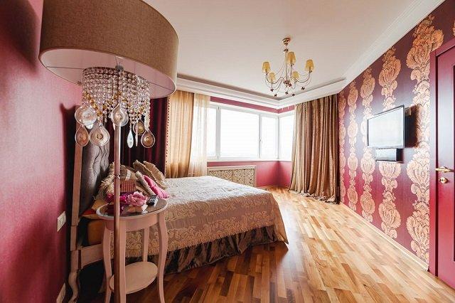 интерьере с бордовыми обоями в вашей комнате