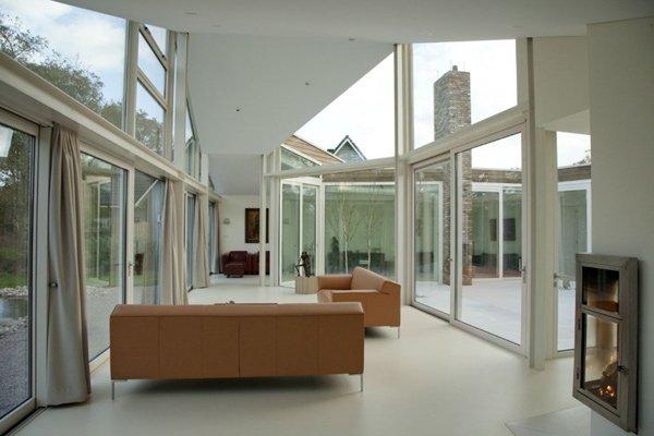 стеклянная комната
