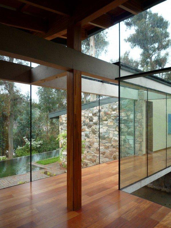 стеклянный коридор