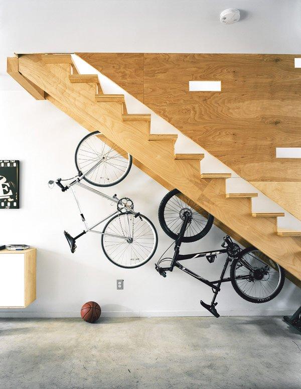 использование пространства под лестницей фото