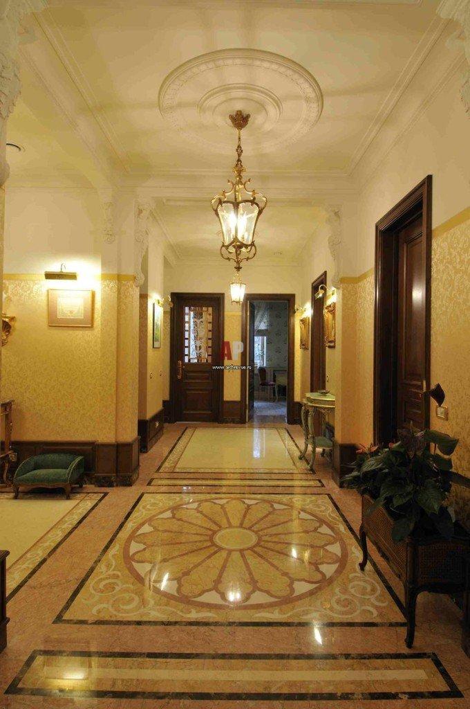 классический интерьер холла в квартире