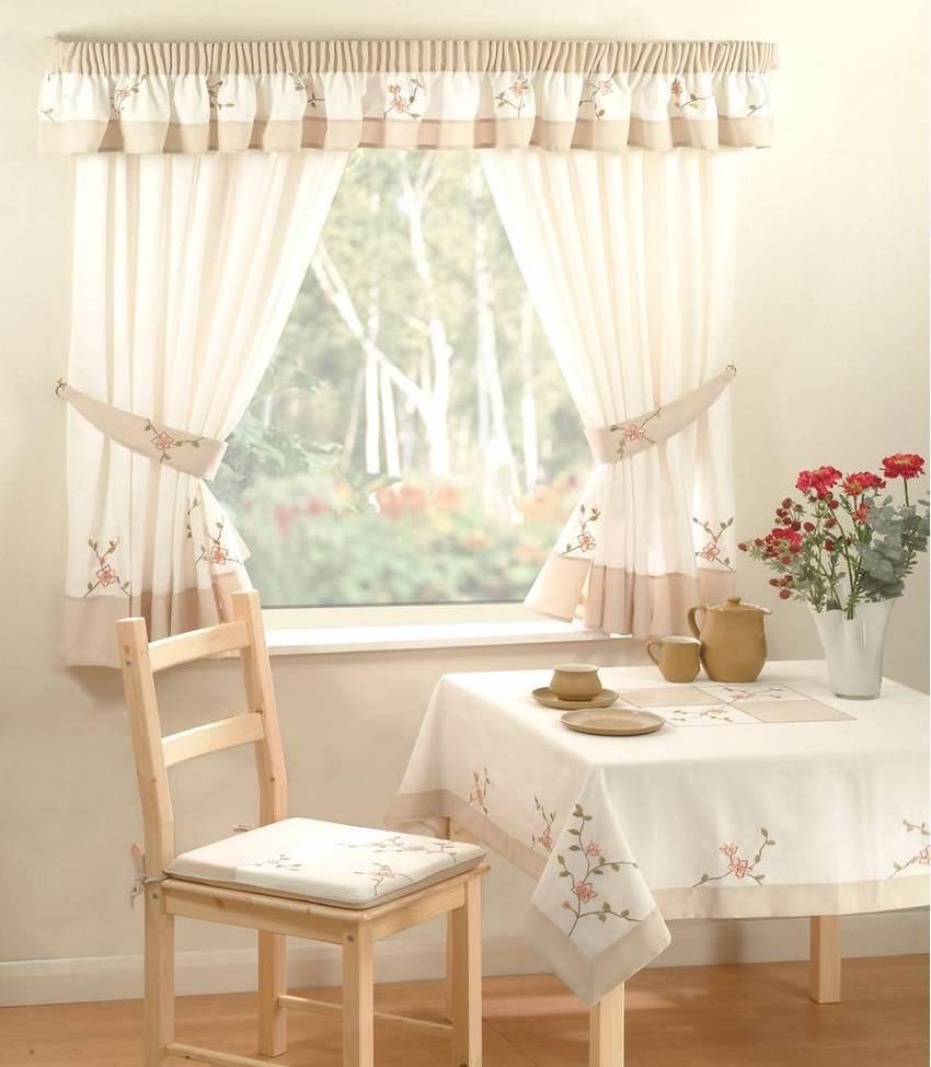 льняные шторы интерьере кухни