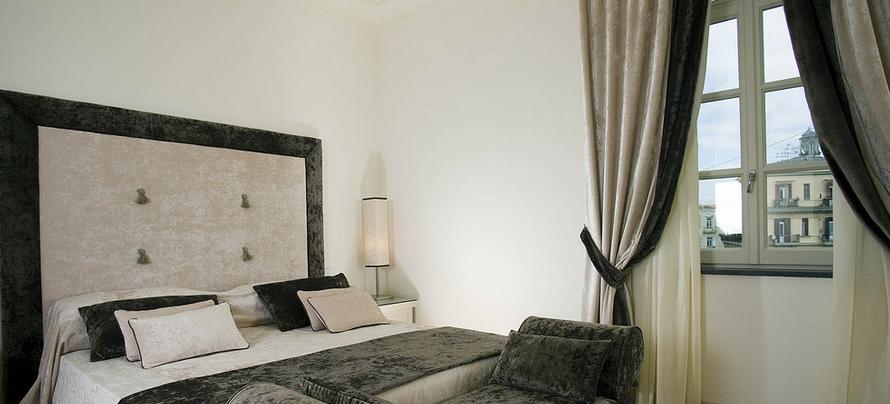 бархатные шторы в интерьере спальни фото
