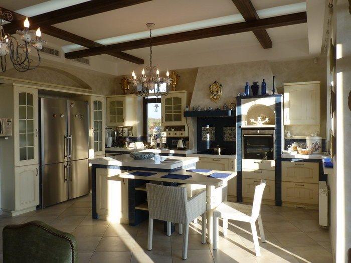 интерьер кухни в стиле шале фото