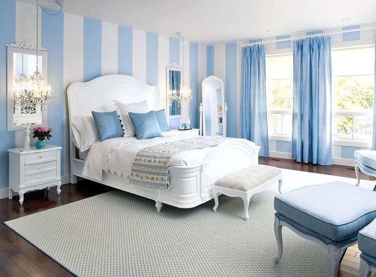 вертикальная полоска в интерьере спальни