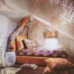 интерьер спальни на мансарде