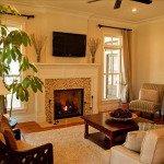 интерьер гостиной с камином и телевизором фото