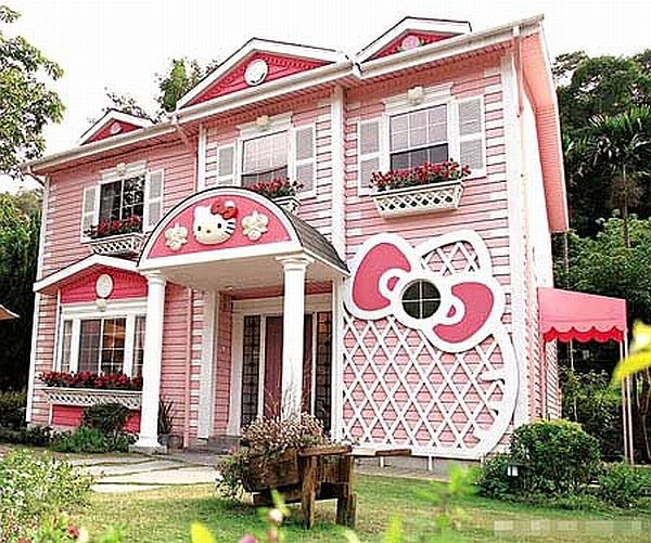 Hello-Kitty-House-in-Shanghai-1