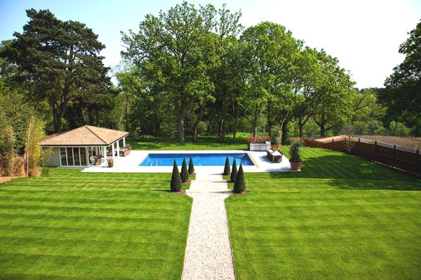 Swimming-Pool-and-Garden